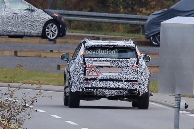在动力方面,新车将搭载一台2.0T发动机,最大功率202kW,与发动机匹配的是一台8速自动变速箱,高配车型还可选择四驱系统。根据外媒的猜测,新车有望在底特律车展亮相。