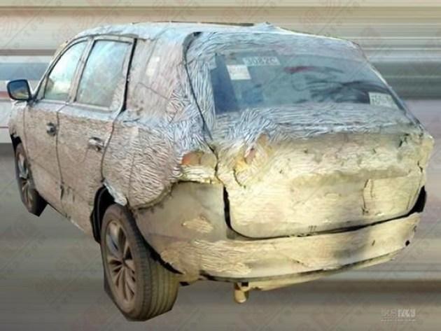 此次谍照曝光的车型还处于前期测试阶段,因此车头、头灯组与进气格栅等均为临时部件,同样车尾的后杠和尾灯组也都是临时拼凑;这款新车尺寸方面约为4.6-4.65之间,略短于现款GS5。