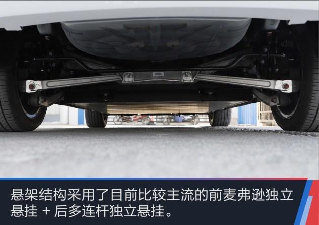 外观的修饰使整个秦 EV450车型看上去更时尚也更有运动效果。不过整体来说依旧和老款车型整体风格保持着一致。而最让人感到期待的则是动力上的改变以及电池组的升级。