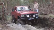 铃木吉姆尼紧凑型SUV 丛林冒险越野