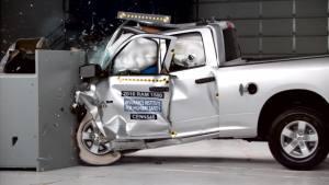 2016款道奇公羊加长版 IIHS正面25%碰撞