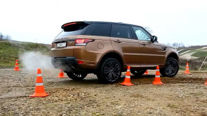 中大型SUV测试U型弯道