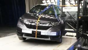 本田CR-V侧杆碰撞测试