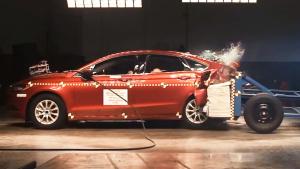 福特蒙迪欧后侧碰撞测试