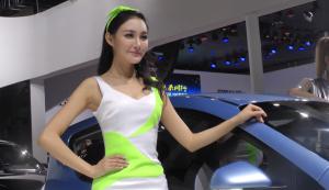 2014广州车展 荣威e50展台清新嫩模
