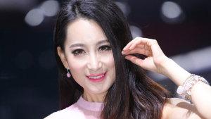 2014广州车展 起亚K4车模杏脸桃腮