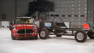 2016款Mini Cooper IIHS侧面碰撞测试