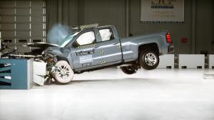 新款Silverado加长版  IIHS正面40%碰撞