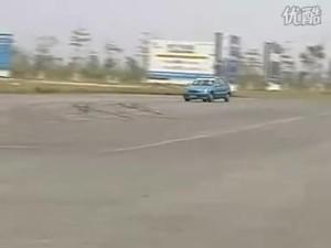 夏利也疯狂 公路甩尾调头实拍视频