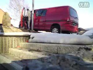 车友疯狂烧胎 丰田海狮轮胎彻底报废