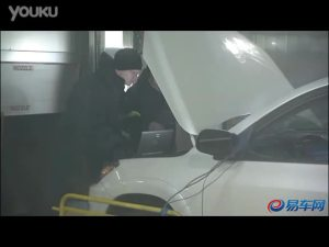 Toyota RAV4 EV在实验室内测试视频