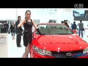 2011上海车展 起亚速迈车模活泼可爱