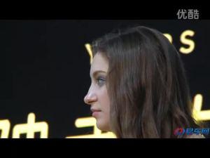 2011广州车展 裸背洋模独爱大黄蜂