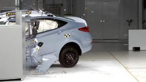 2013款现代雅绅特 正面25%碰撞测试