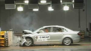 C-NCAP碰撞测试 奇瑞艾瑞泽7荣获五星