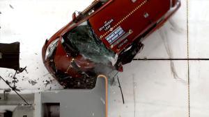 2014款日产聆风 IIHS正面25%碰撞测试