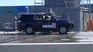 2014款丰田4Runner 侧面柱形碰撞测试