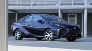 丰田燃料电池汽车亮相 独特造型设计