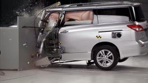 2014款日产贵士 IIHS正面25%碰撞测试
