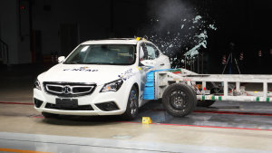 C-NCAP碰撞测试 北汽绅宝D60荣获五星