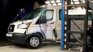 2015款福特全顺  侧面柱形碰撞测试