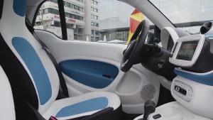 全新smart fortwo 座舱颜色对比鲜明