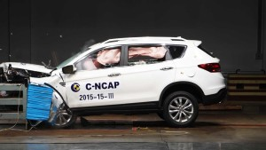 C-NCAP碰撞测试 风神AX7荣获五星