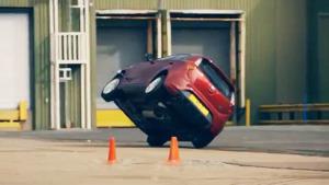 新MG 3单边两轮行驶特技 造型简约明朗