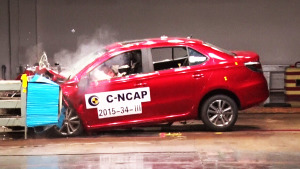 C-NCAP碰撞测试 奇瑞艾瑞泽3荣获5星