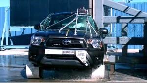丰田Tacoma皮卡 NHTSA侧面柱形碰撞测试