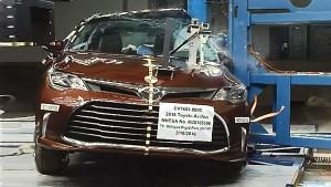 2016款丰田Avalon 侧面柱形碰撞测试