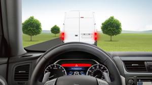 日产新天籁 搭预碰撞智能刹车辅助系统
