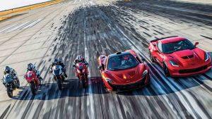 性能大战 顶级摩托超级跑车齐聚飞机场