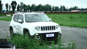 中古明彦评Jeep自由侠 赛道试驾体验