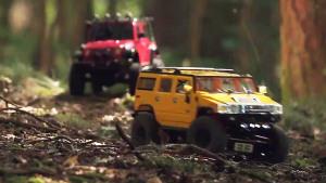 悍马H2挑衅Jeep牧马人 遥控车激情越野