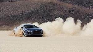 在沙漠里玩到高潮 你需要一辆奥迪R8