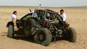 标致2008DKR赛车撞碎 迅速神奇复原