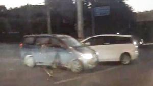 五菱宏光神车横着过马路,照撞不误!