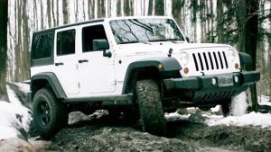 不惧冰雪泥泞路 Jeep牧马人脱困能力强