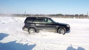 SUV玩转冰雪 斯巴鲁森林人疯狂秀漂移