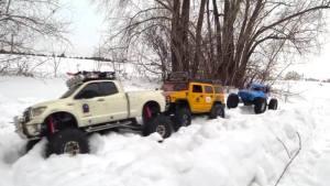 雪地越野丰田坦途被困 悍马兄弟救援