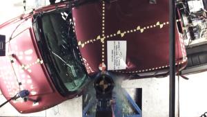 2017款日产Frontier皮卡 侧杆碰撞测试
