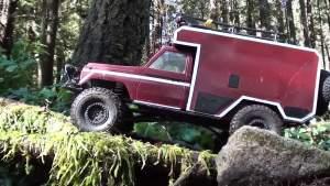 电动遥控大脚车 穿梭森林水路越野