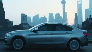 全新宝马1系运动轿车 城市穿梭暗夜随型