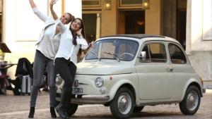 菲亚特500 nuova现身街头 庆祝问世60年