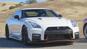 2017款日产GT-R 中控台采用碳纤维元素