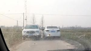自驾长安奔奔mini在乡间小路与海马s5艰难错车