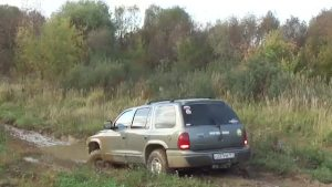 道奇杜兰戈2000 4x4泥湿路段探险