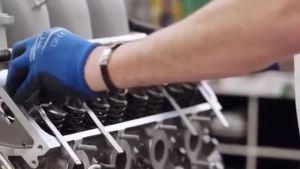 宾利的W12缸发动机是怎么制造出来的?