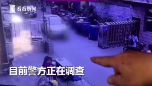 小区门口幼童突然窜出 惨遭轿车撞飞后碾压身